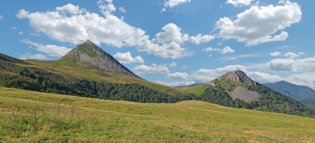 Que pouvez-vous survoler en montgolfière en Auvergne ?